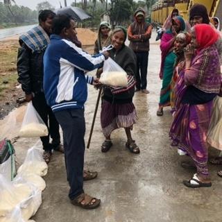 Kathleenhome verteilt Reis